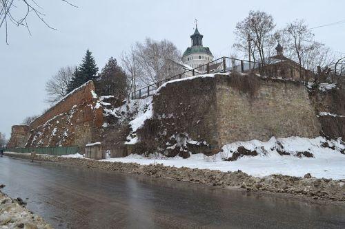 Бердичів.Фортечні мури з баштами та келіями